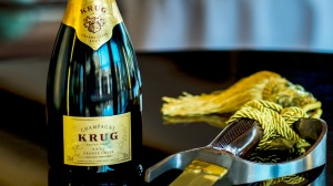 Champagne-Sabrage-a-St-Regis-Tradition